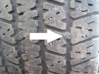Tire wear bar with arrow