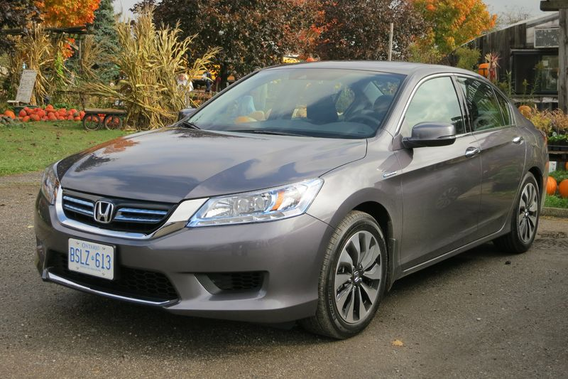 The Honda Accord Hybrid's brake system determines the best way to stop - photo by Jil McIntosh