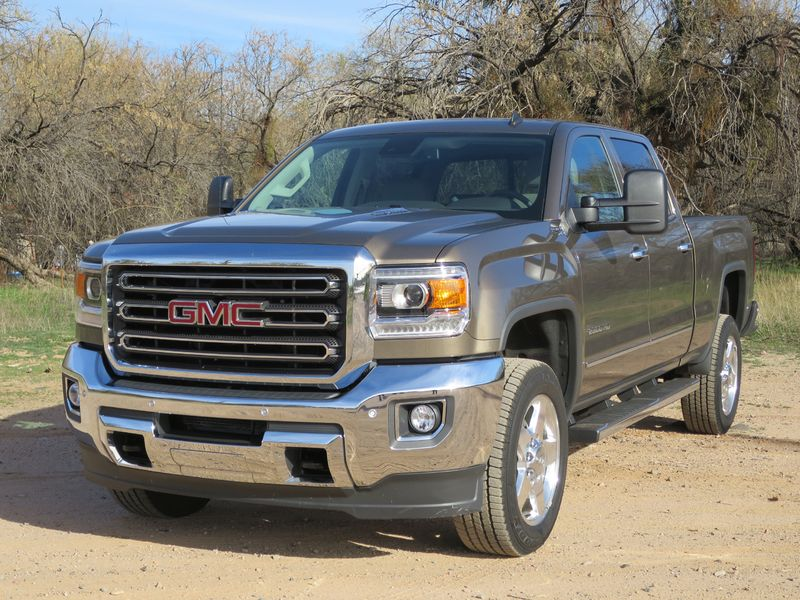GM's heavy-duty trucks are built for strength but with aerodynamics for fuel economy - photo by Jil McIntosh (1)