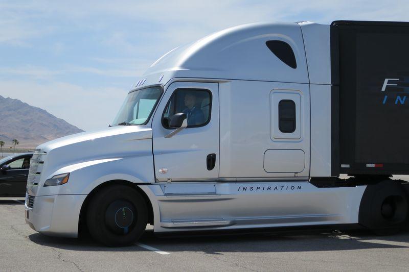 Freightliner Inspiration  (7)