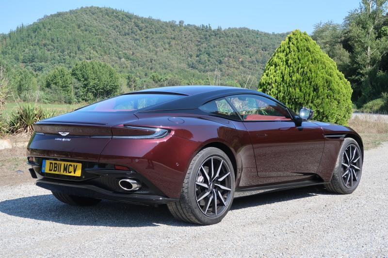 Aston Martin DB11 V8 2018 (7)