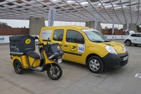 France's postal service uses electric vans and bicycles to handle smaller quantities of mail that don't need big trucks - photo by Jil McIntosh (2)