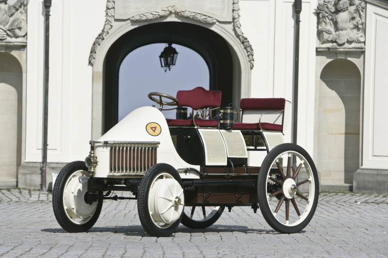 A replica of the 1901 Semper Vivus  built by Porsche - Photo courtesy Porsche (2)