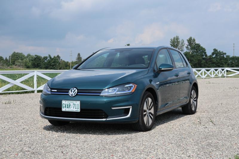 2017-2018 Volkswagen e-Golf (24)
