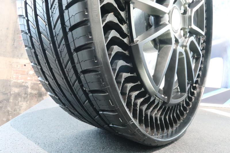Michelin Uptis prototype tire (2)
