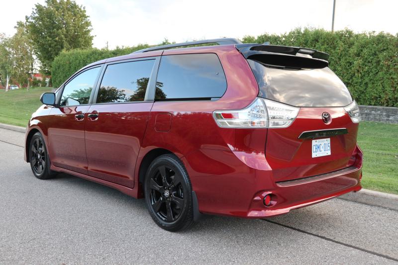 2020 Toyota Sienna SE FWD 8-Passenger (8)