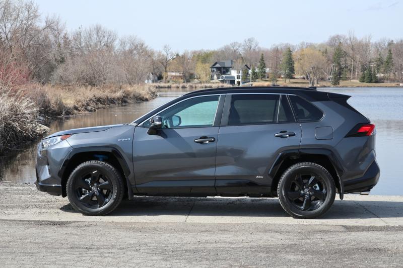 2021 Toyota RAV4 Hybrid XSE (2)