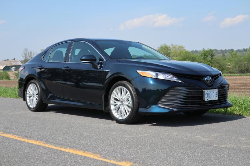 2020 Toyota Camry Hybrid XLE (12)